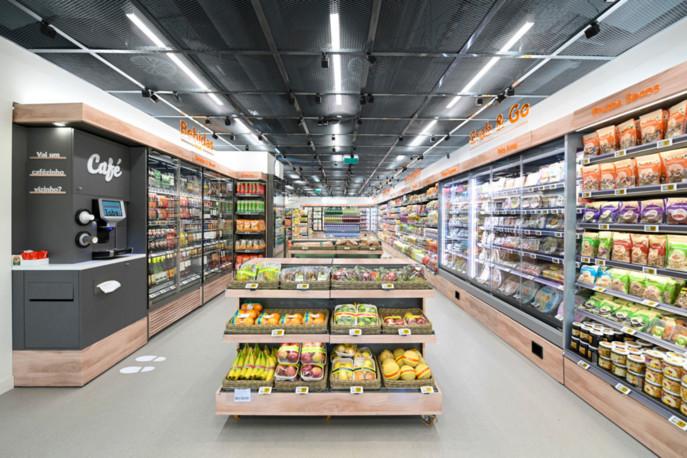 Sur 150 mètres carrés, le site propose une expérience client 100% autonome. L'agencement, lui, rappelle celui d'un magasin de proximité classique.